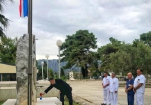 Upaljena svijeća u znak sjećanja na dubrovačke branitelje